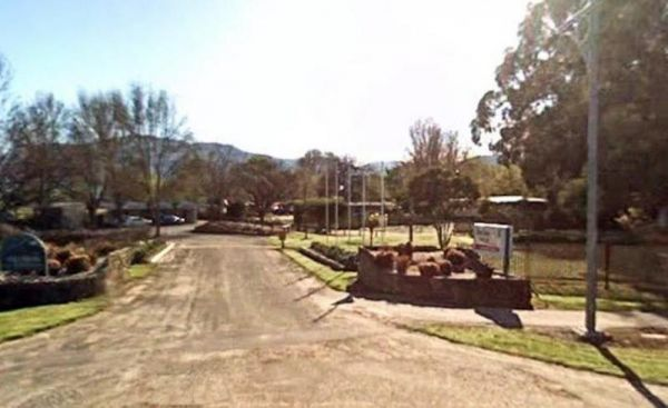 Mount Beauty Holiday Centre and Caravan Park